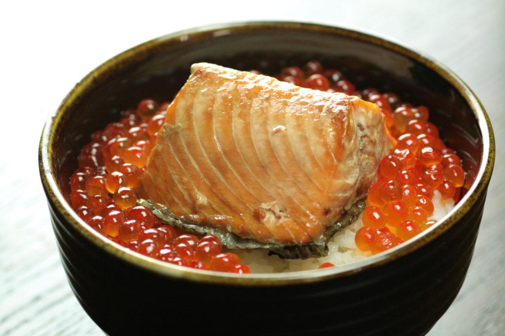 鮭の醤油はらこと鮭の焼漬の親子丼