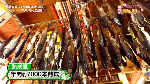年間7000本以上の鮭が吊るされる熟成室