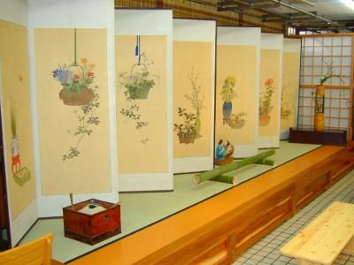 うおやの屏風 文久元年の作で活花模様屏風一双  江戸時代屏風 狩野派 中国風景、人物 が描かれた