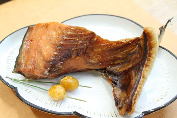 塩引き鮭一鰭(いちびれ)